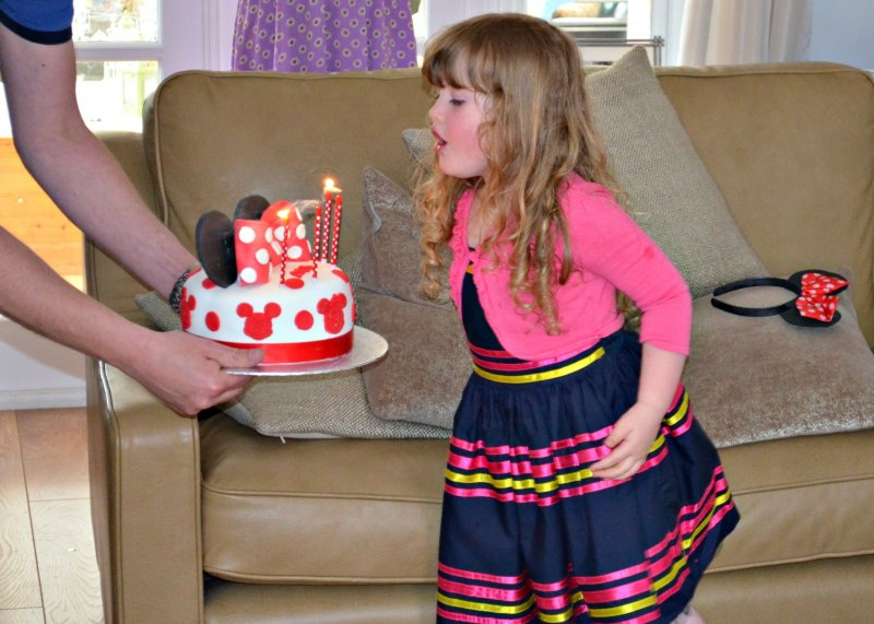 Minnie Mouse Birthday Cake, blowing out the candles