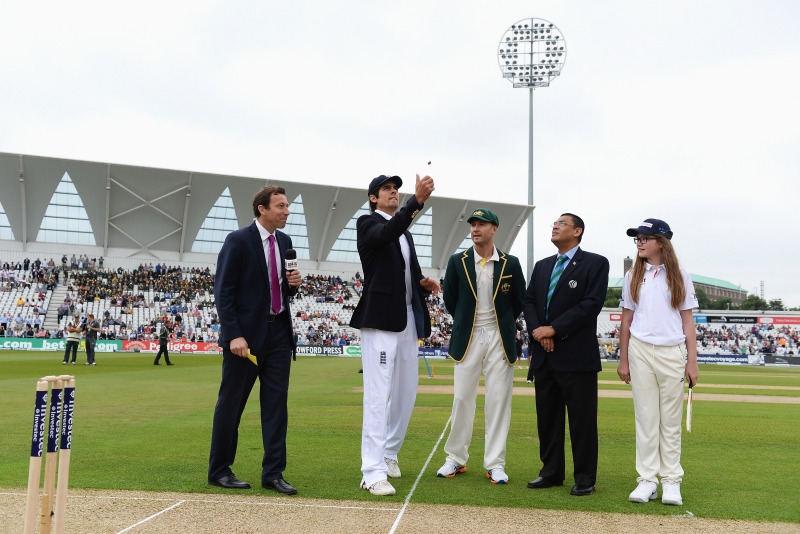 2013 The Ashes Day One toss mascot